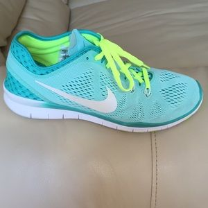 save off d8d61 fe895 Nike Shoes - ✨FLASH SALE✨Aqua Nike Free 5.0 TR Fit 5 with laces