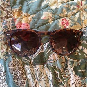 Crush matte tortoise sunglasses :)