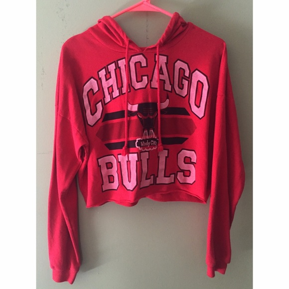 Forever 21 Tops - NWOT Forever 21 Chicago Bulls Cropped Hoodie 5992d18c16
