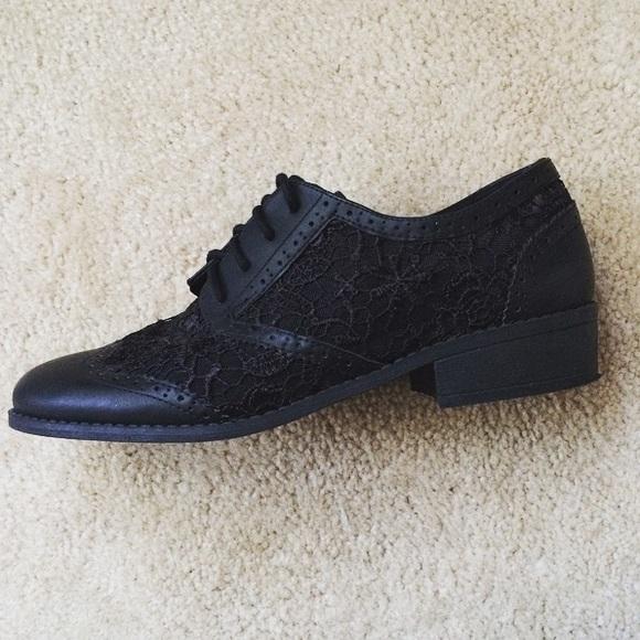 H&M Shoes - Divided black lace shoes