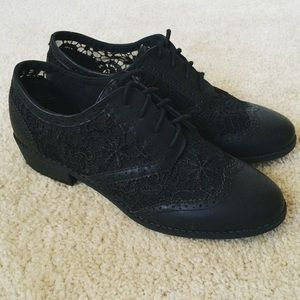 H&M Shoes - Divided black lace shoes