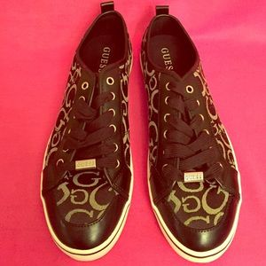 Guess Shoes - 🎉HP 4/5🎉 Guess Sneakers