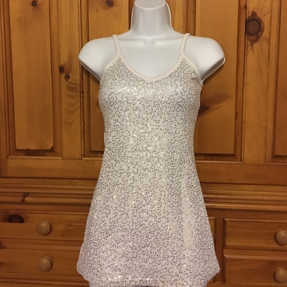 Vanity Tops - Trendy white top with sparkles 😍
