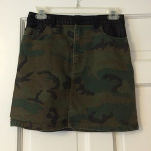 Urban Outfitters Camo mini skirt w/ leather detail