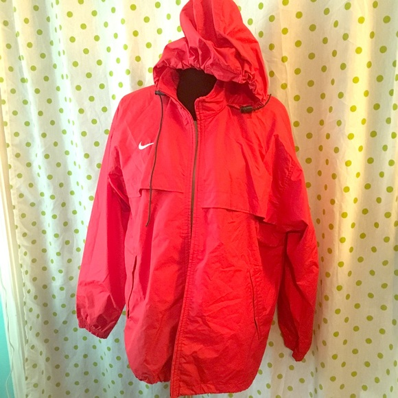 a8516200b190 ... Red Nike Rain Jacket. M 577e78cbbf6df58882001858
