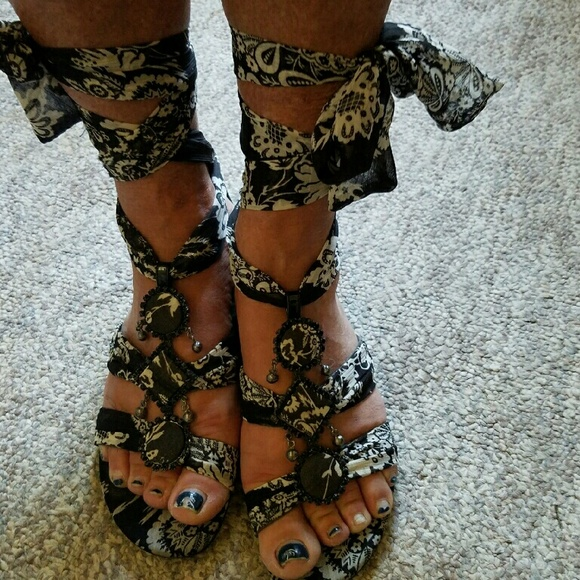 Vintage J Renee Luxe Blk White Flat Tie Up Sandals From