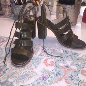 Banana republic sandals heels
