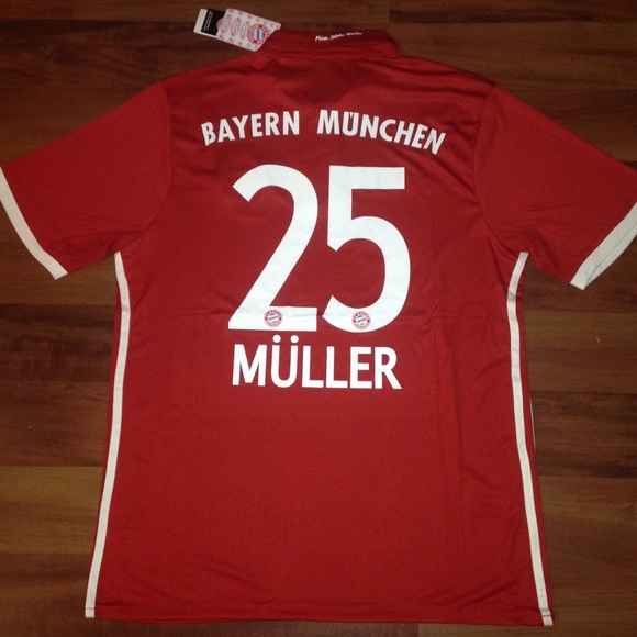 ab0ab08c9 16 17 Muller Bayern home jersey NWT
