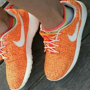 NIKE Roshe Sneakers Orange Women's Size 8
