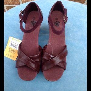 Dawgs Shoes - Dawgs Burgundy Wedge NWT Size 9