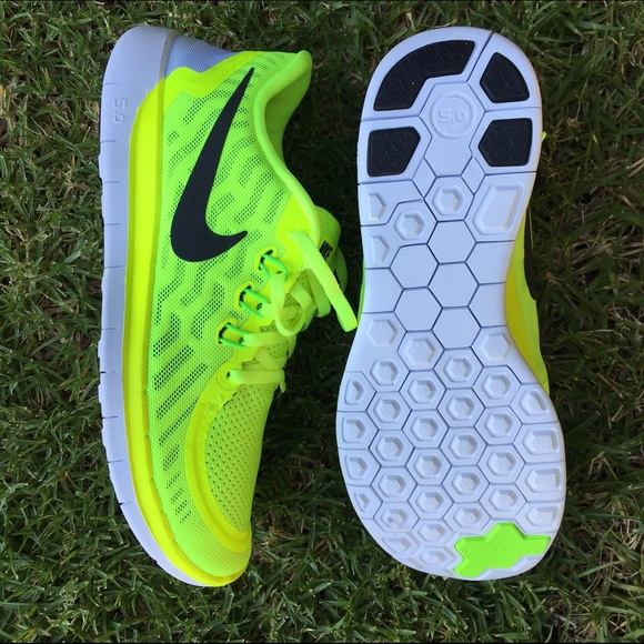 wholesale dealer be73c 18b03 Nike Shoes - NWOB NIKE FREE RUN 5.0 size W8   6.5Y •FIRM•