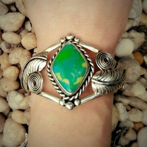 Vintage Jewelry - Gorgeous Vintage Green Turquoise Silver Cuff