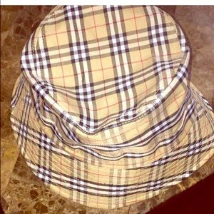 Accessories - New ⭐️Plaid bucket hat unisex