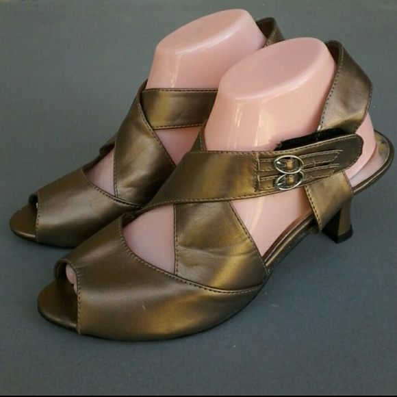 73% off suYS Shoes - New bronze leather SuYs kitten heel shoes