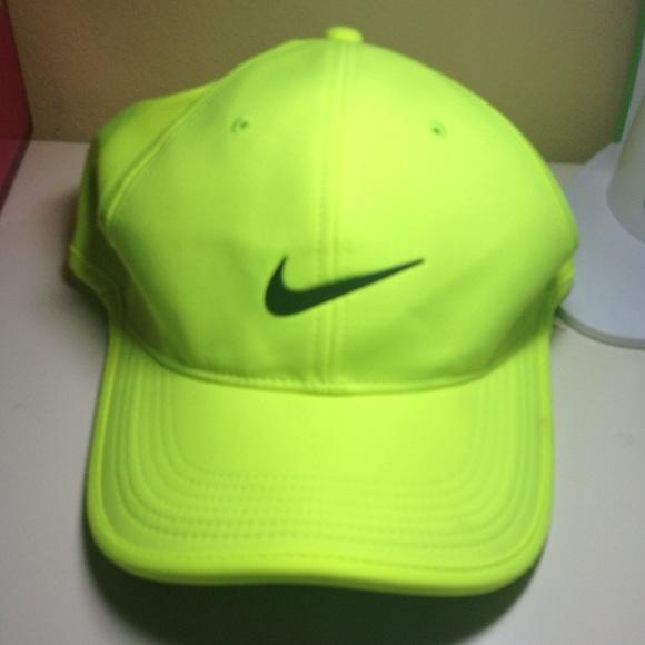 de53eac6e5913 Nike Neon Yellow Hat. M 57811bae2ba50a4f8f03de08