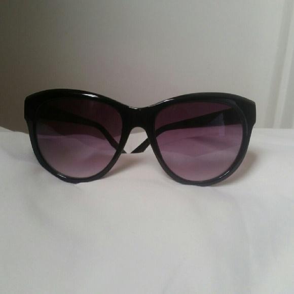 5b54e80a05a7 Franco Sarto Accessories - Franco sarto sunglasses