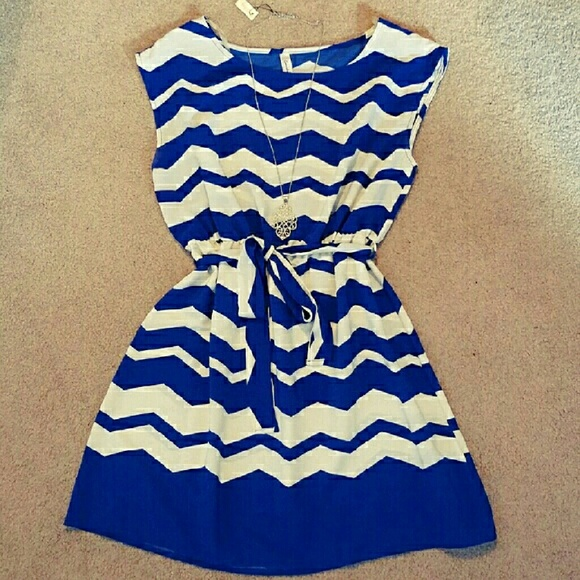 eunishop Dresses & Skirts - Blue & White Chevron Dress with Belt sz L