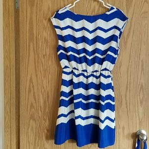eunishop Dresses - Blue & White Chevron Dress with Belt sz L