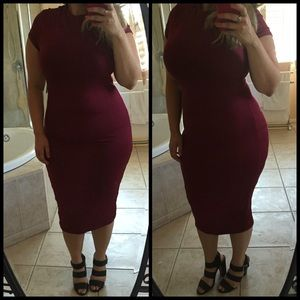 Dresses & Skirts - Maroon Midi Dress