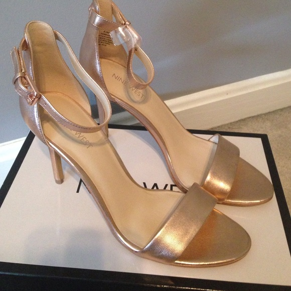 643bac4c375f Nine West rose gold heels. M 57814df0522b45202f009654