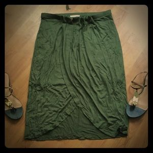 ✨✨Olive colored Hi-Low skirt✨✨