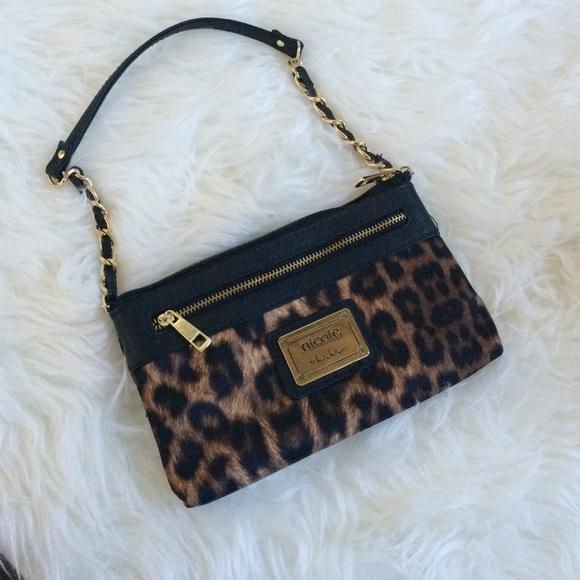 46d4b2d24 Nicole Miller wristlet handbag leopard print. M_5781af802de512b76b04dc13