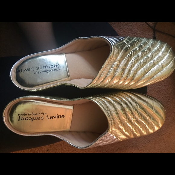 6f2f3383bc4 Jacques Levine made in Spain gold slippers