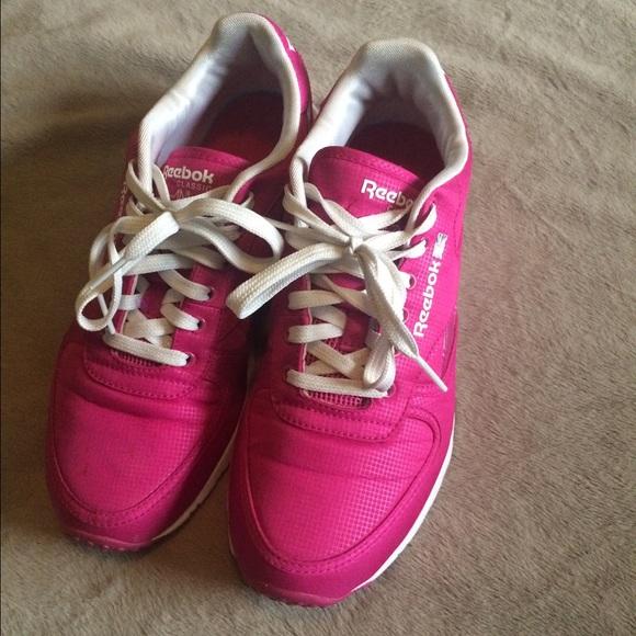 Hot pink Reebok Classics. M 57824404bf6df57b4605b192 fa966acf7