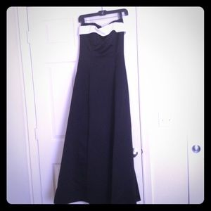 Classically elegant ball gown. Black w/white top