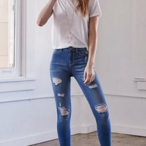 Kendall & Kylie Denim - 🎉HP🎉NWT KENDALL & KYLIE DISTRESSED JEANS ZIPPER
