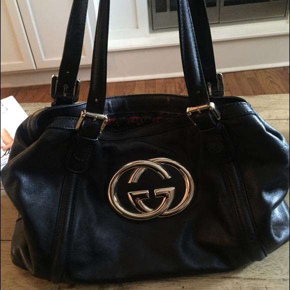 1efdd0b512b Gucci Handbags - Classic black leather Gucci bag with gold emblem