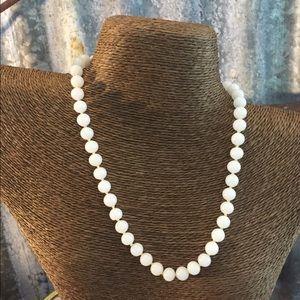 Vintage Jewelry - ✅Sale✅Vintage White Milk Glass Necklace
