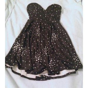 Dresses & Skirts - Strapless Sweetheart Summer Dress