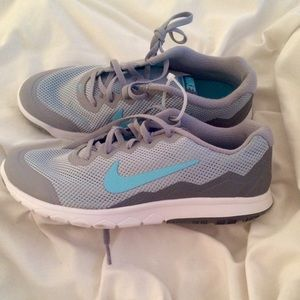 Brand new Nike Flex Experience Run 4