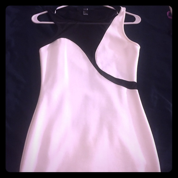 Forever 21 Dresses & Skirts - Beautiful white and black dress, never worn