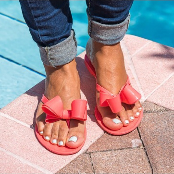940621dd0ab9 Italy Coral Bow Jelly Sandals Size 6