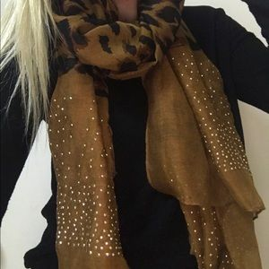 Francesca's Collections Other - Leopard scarf bling thin fabric