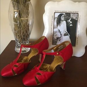 Reduced! ❤️Vintage 1930s satin /The Lorraine Heel