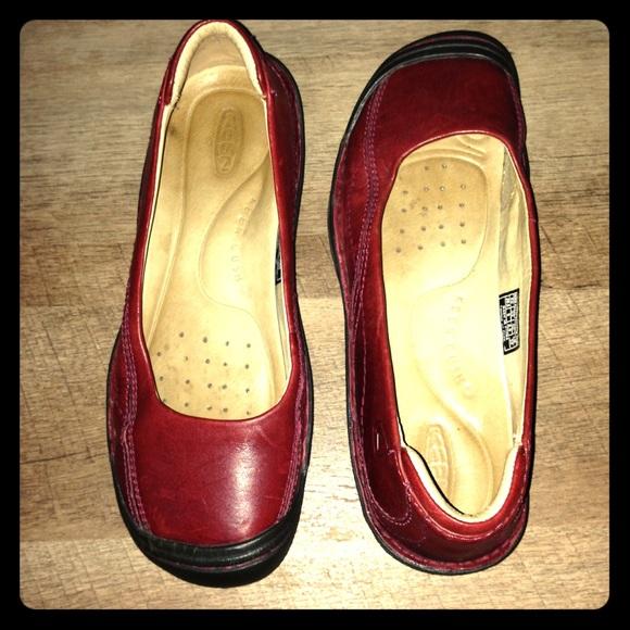 Red dress toddler girl keens