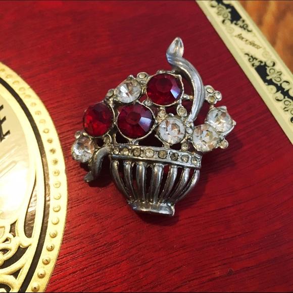 Jewelry True Vintage Grecian Urn Vase Pin Brooch Poshmark