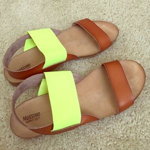 Shoes - 👟Summer neon green strap sandals