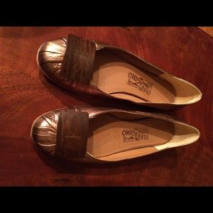 Ferragamo Flats Size 8 Gold