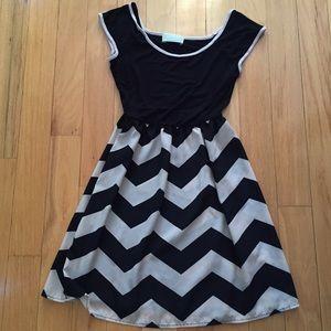 Tinley Road Dresses & Skirts - Black & Cream Chevron Dress
