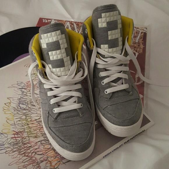 le adidas hightop scarpe poshmark
