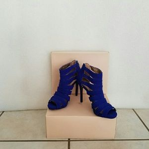 Bcbg royal blue high heel shoe  nwot size 5.5