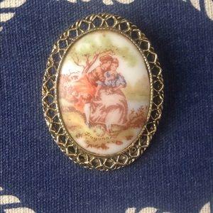 Vintage cameo pin/brooch