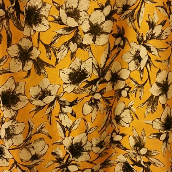 H&M Tops - H&M Gorgeous Fun Flowered Blouse