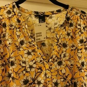 H&M Tops - H&M Gorgeous Fun Flowered Blouse