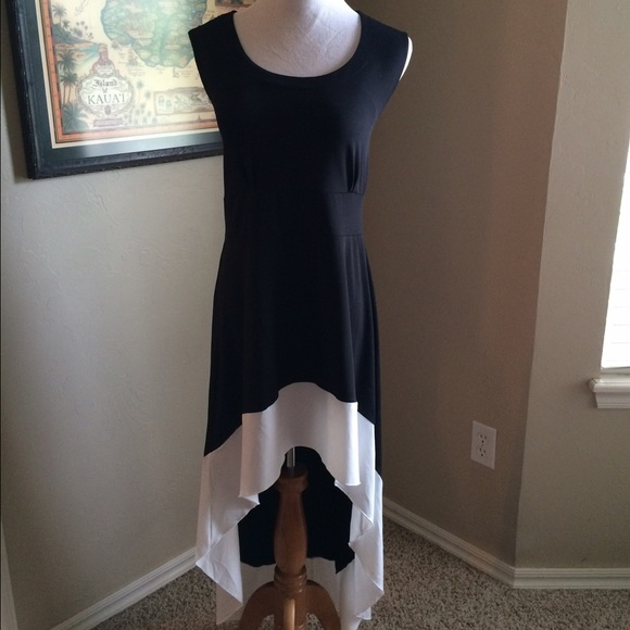 Boutique Dresses & Skirts - 🎉🎉Black and white hi low dress.