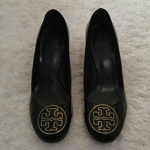 Gorgeous like new Tory Burch patent block heels